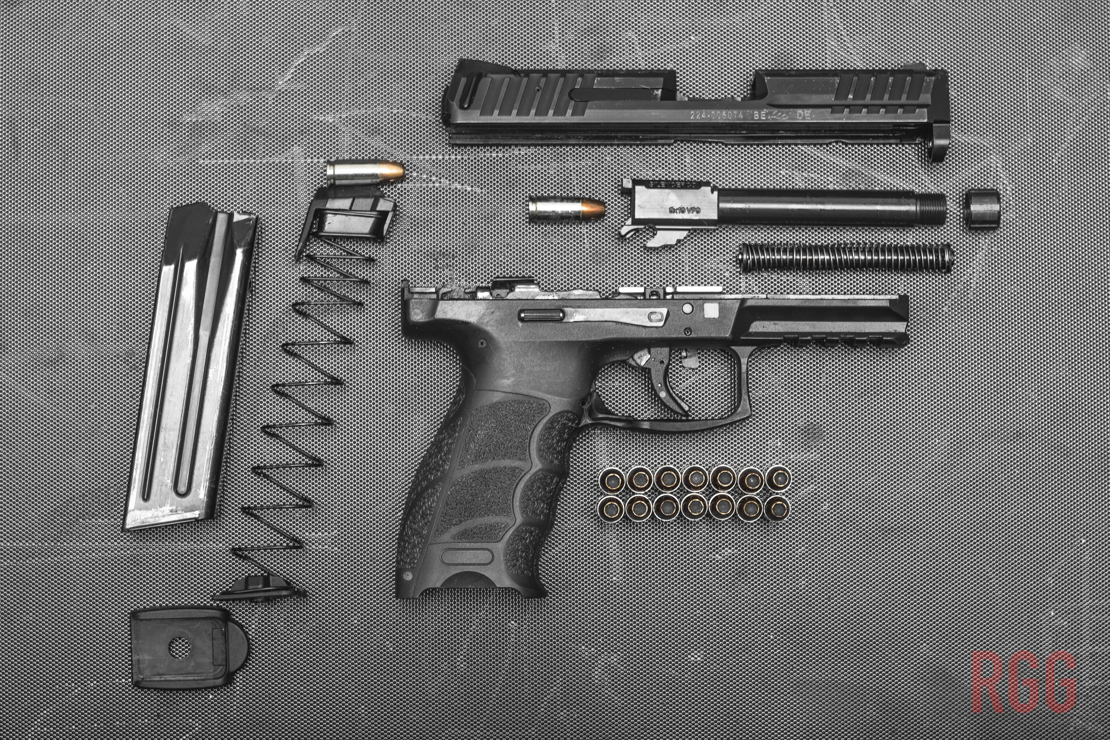 A Heckler & Koch VP9 in it's component pieces
